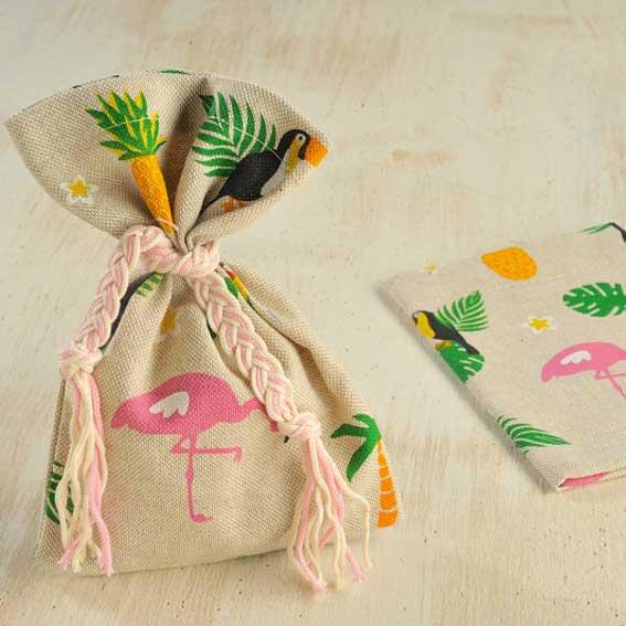 pougki-yfasmatino-flamingo-tropical