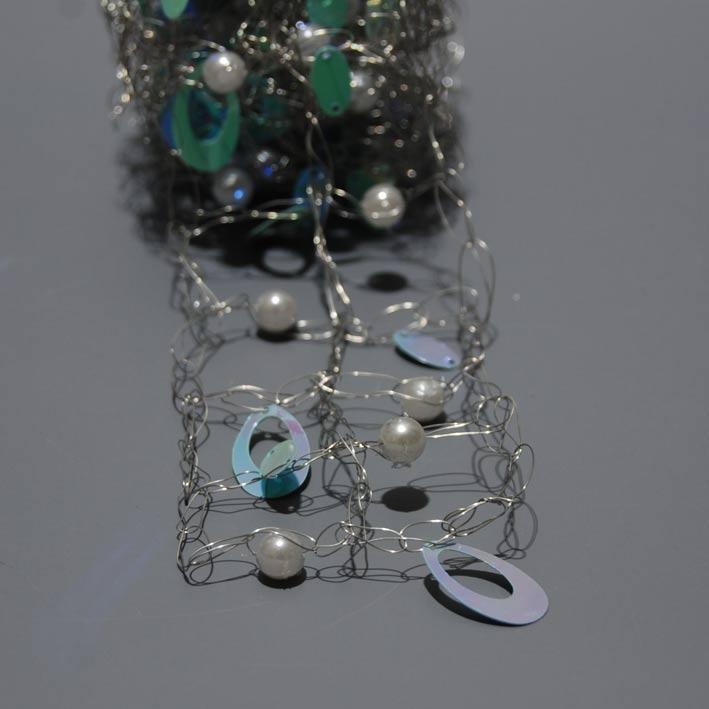 kordela-metalliki-asimi-me-prasines-perles-5cm-x-1-5m